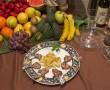 Plato de chuletillas de cordero acompañado con patatas fritas