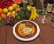 Solomillo gratinado a los tres quesos, acompañado de patatas fritas y variedad de verduras