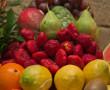 Variedad de fruta disponible en nuestro restaurante, fresas, uvas, naranjas, peras, sandía, etc.